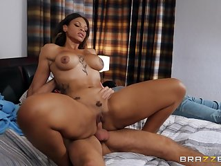 Amazing ebony woman reaches the orgasm after such much fucking
